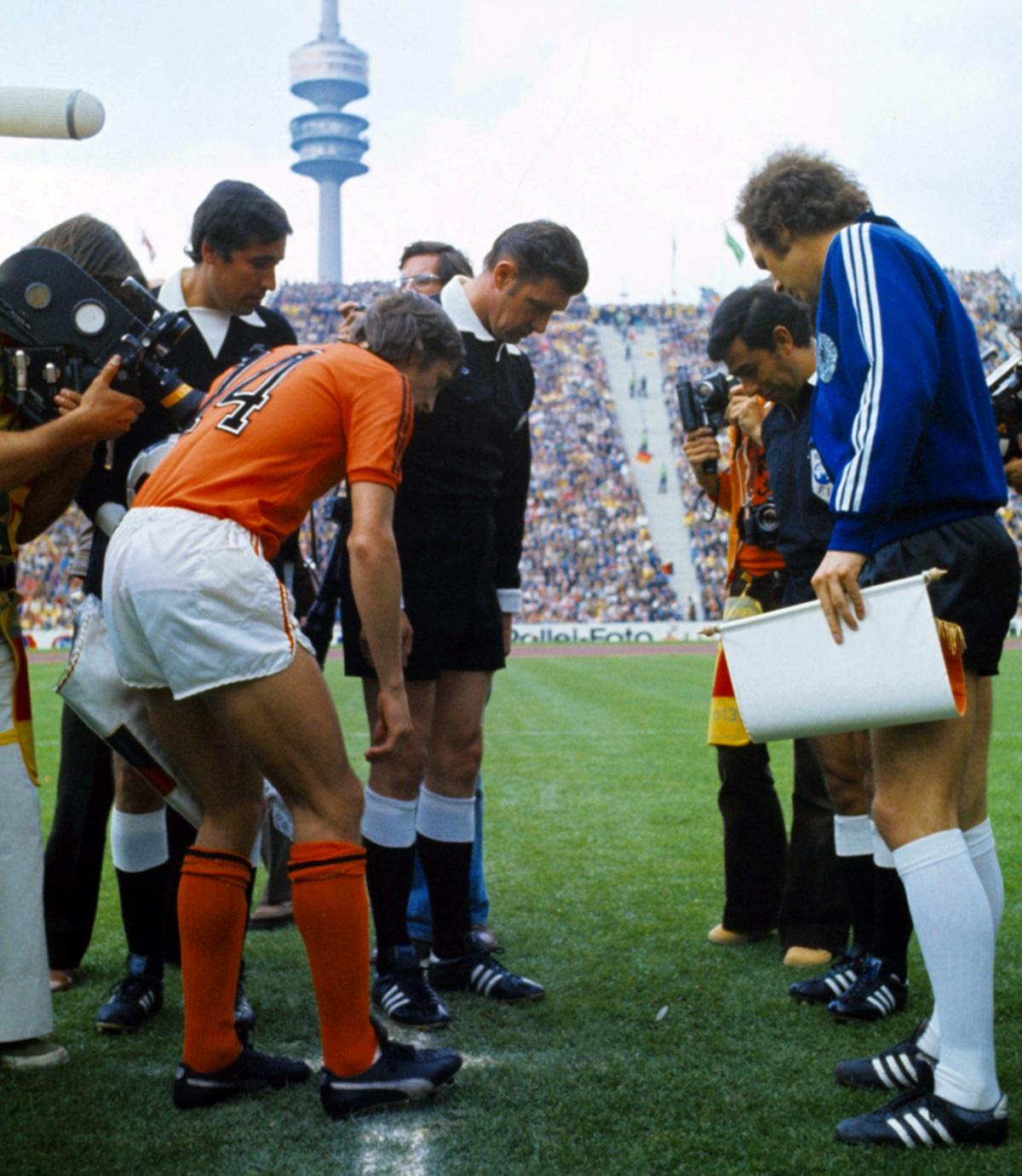 wchd-1974-finale-arbitr2