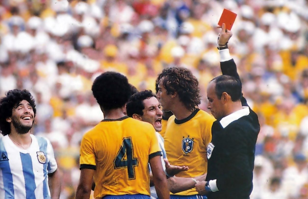 wchd-1982-bra-arg-rosso-maradona