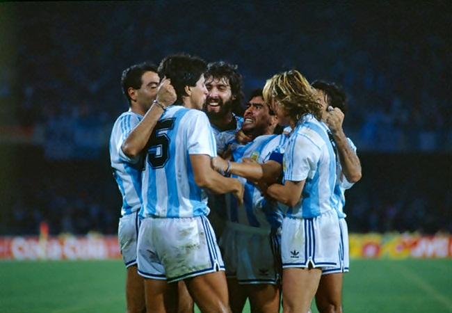 Argentina-Romania 1-1; la gioia per la rete di Monzon
