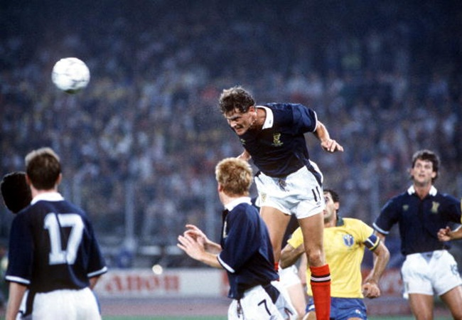 Brasile-Scozia 1-0; colpo di testa di Gary Gillespie