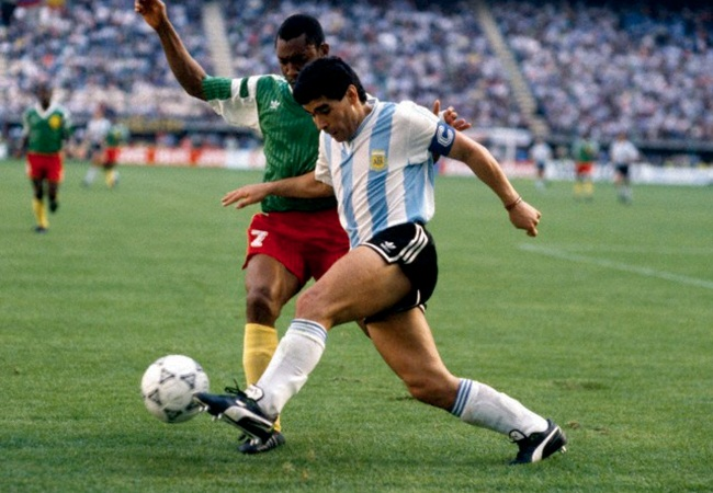 Camerun-Argentina 1-0; Oman Biyik e Maradona