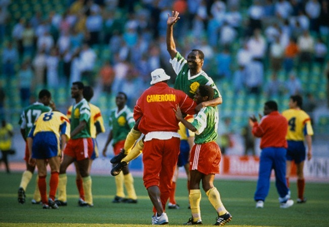 Camerun-Romania 2-1; Milla portato in trionfo