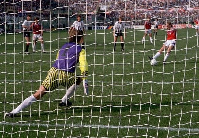 Cecoslovacchia-Austria 1-0; il rigore decisivo di Bilek
