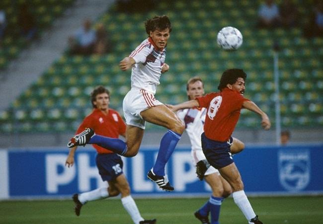 Cecoslovacchia-Costarica 4-1; stacco aereo di Skuhravy