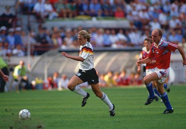 Germania-Cecoslovacchia 1-0; Klinsmann inseguito da Kadleck
