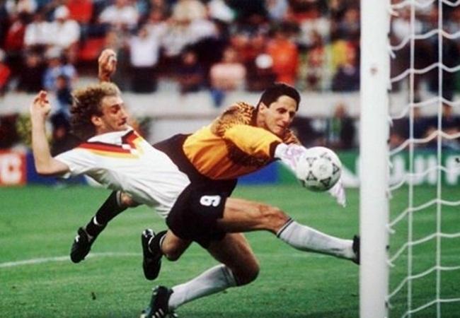 Germania-Jugoslavia 4-1; così Voeller fissa il risultato