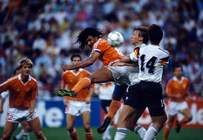 Germania-Olanda 2-1; colpo di testa di Ruud Gullit
