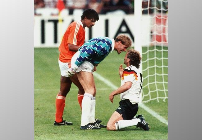 Germania-Olanda 2-1; confronto tra Van Breukelen e Voeller