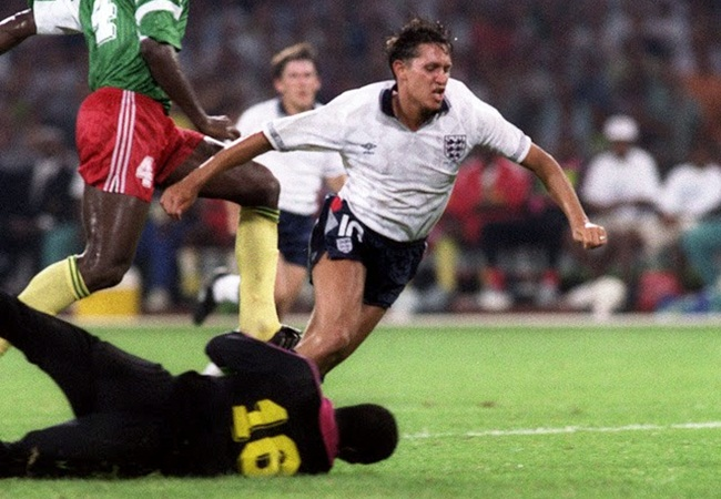 Inghilterra-Camerun 3-2; Nkono atterra Lineker, è rigore