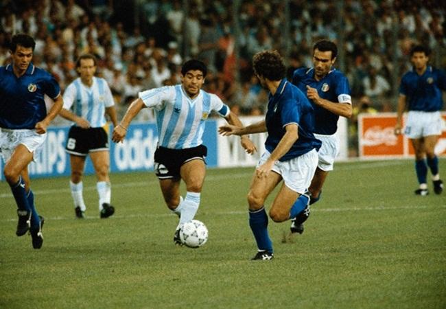 Italia-Argentina 1-1(3-4 dcr); Maradona nella tela azzurra