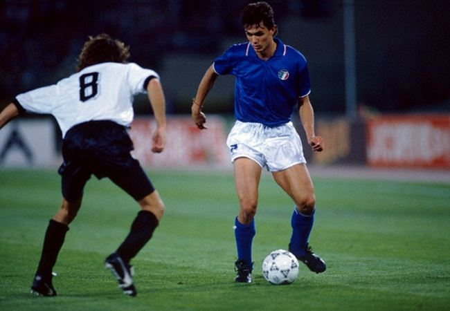 Italia-Austria 1-0; Artner affronta Paolo Maldini