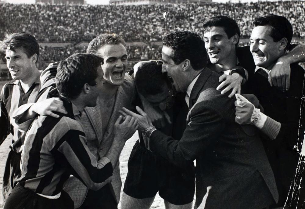 Serie_A_1962-63_-_Juventus_vs_Inter_-_Mazzola,_Bugatti,_Guarneri,_Herrera,_Picchi,_Di_Giacomo,_Zaglio