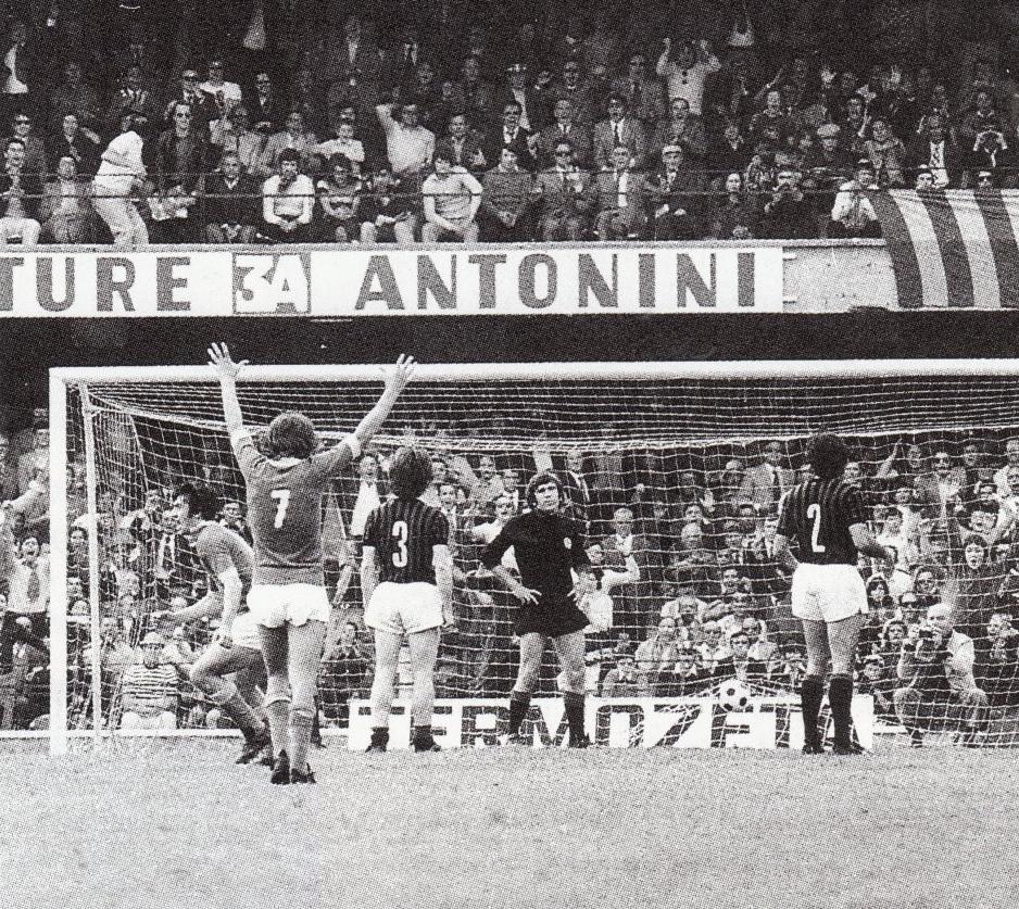 Verona – Milan 5-3, esultanza dei gialloblu dopo la prima rete
